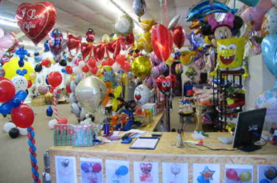 Realer Shop für Luftballons auf 1000m² Fläche